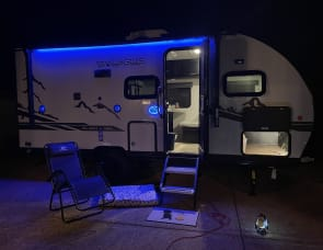 Forest River RV Cherokee Wolf Pup Black Label 16BHSBL