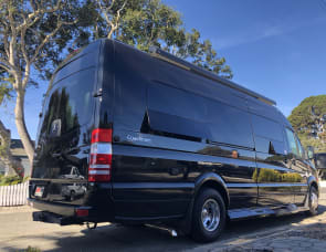 Coachman Galleria 24Q - Seats 7 w/ Seatbelts and Sleeps up to 4!