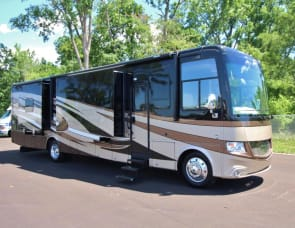 Newmar Canyon Star 3953 (No Special Driver's License Needed)