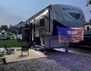 Keystone RV Avalanche 300RE
