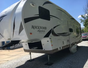 Rock wood 5 Th wheel ultra light 32 ft