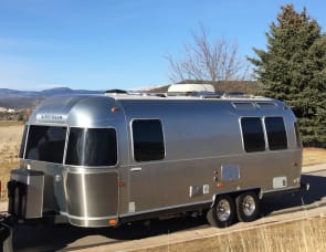 Airstream International - Signature Series