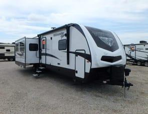 Winnebago  30ft travel trailer