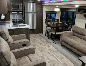 5 star Hotel on Wheels 35 feet, DELIVERED and SET UP