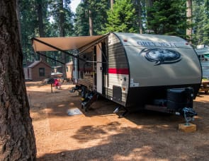 Desi, Seasonal Rates, Large Bunkhouse w/slide out, totally outfitted, 8 ppl