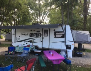 Forest River RV Flagstaff Shamrock 233S