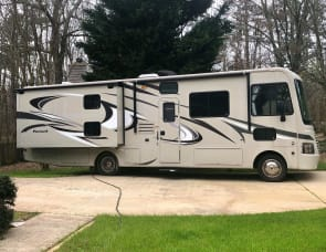 PRISTINE PURSUIT • 33' CLASS A FAMILY RV WITH BUNKS • PERFECT LENGTH AND EASY DRIVE • VERY SPACIOUS