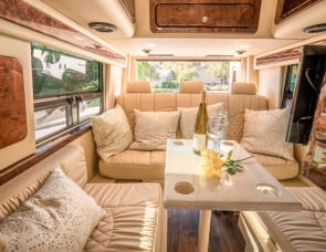 Midwest Automotive Designs Weekender MP4-Lounge