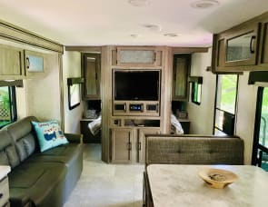 Coachmen RV Apex Ultra-Lite 251RBK
