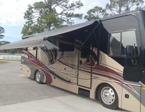 Fleetwood RV Pace Arrow 33D