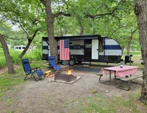 Forest River RV Cherokee Grey Wolf 23DBH