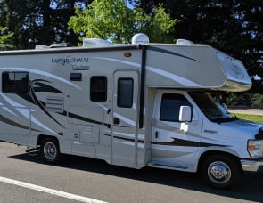 Coachmen RV Leprechaun 220QB Ford 350