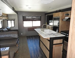 Coachmen RV Freedom Express Liberty Edition 323BHDSLE