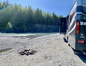 Fleetwood RV Discovery 40X