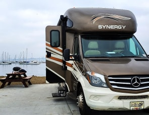 Thor Motor Coach Synergy SD24