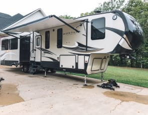 Keystone RV Montana High Country 370BR