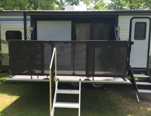 Coachman/Catalina with deck, well stocked and delivered