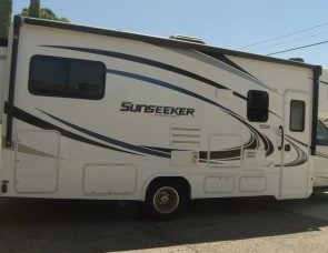 Forest River RV Sunseeker 2500TS Ford