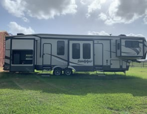 Forest River RV Sandpiper 379FLOK
