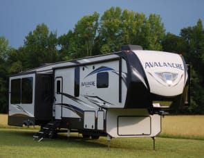 Keystone RV Avalanche 366MB
