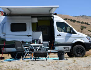 Winnebago Revel 44E