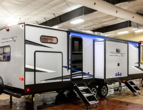 Forest River Cherokee Alpha Wolf 33BH