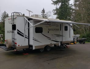 FOREST RIVER ROCKWOOD ULTRA LITE
