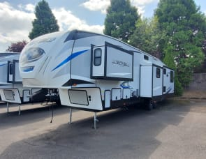 Forest River RV Cherokee Arctic Wolf 3660 Suite