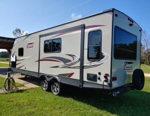 2019 Coleman 30' Couples or Small Families Needed!  Bring your pet!  Delivery Available