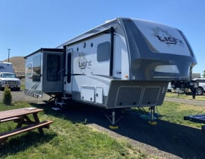 Highland Ridge RV Open Range Light LF319RLS