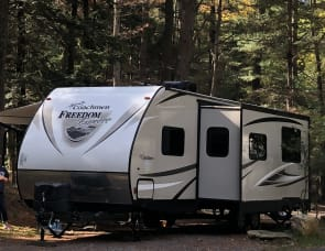 COACHMEN Freedom Express Bunkhouse