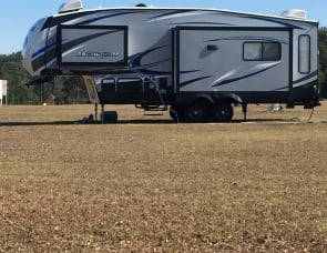 Forest River RV Cherokee Arctic Wolf 285DRL4