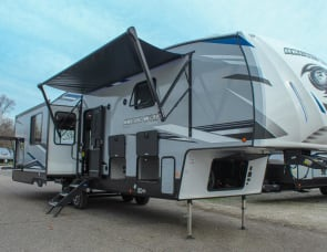 Forest River RV Cherokee Arctic Wolf Suite 3550