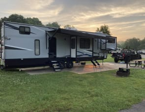 Forest River RV Cherokee 3990 Suite
