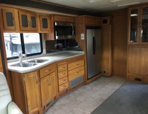 Fleetwood RV Pace Arrow 37C