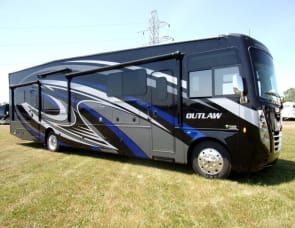 Thor Motor Coach Outlaw 38MB