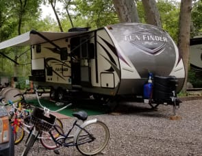 Travel Cruiser Fun Finder Xtreme Lite