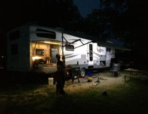 Open Range RV Light LT305BHS