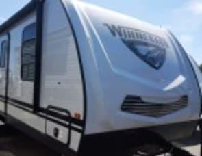Winnebago Minnie 2500RL (T7038)
