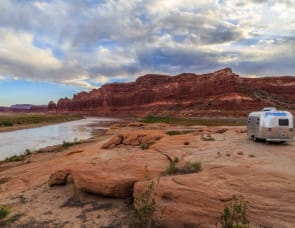 Airstream RV Flying Cloud 19