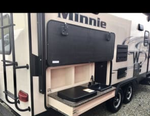 Winnebago Industries Towables Minnie 2455BHS