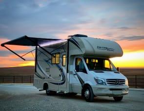 """TxRvAdventures """"Vinnie"""" Sleeps 6, 2019 Mercedes Turbo Diesel!!! Free WiFi, Fully Stocked!!!"""