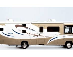 2005 Winnebago Adventurerand