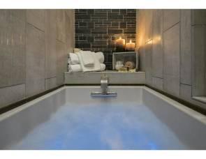 2019 Foretravel Realm FS6 Luxury Villa Bunk (LVB) 2 Full Baths