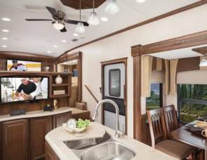 2015 FL3825 Cardinal 5th Wheel