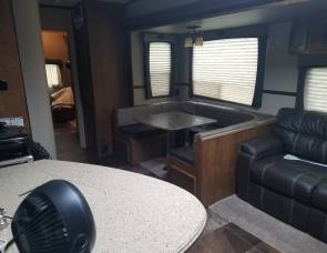 2016 Crossroads Reserve 31bh 5th wheel