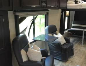 2016 Genesis 39' 5th wheel Toy Hauler