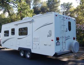 2006 Arctic Fox: GREAT FOR EXTREME HEAT AND COLD! Delivery & Pick-up Available Nov. Special*