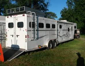 2007 Trails West 4 horse with living quarters