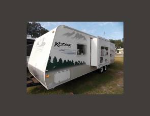 2006 Kodiak Light with slide out sleeps 4 adults